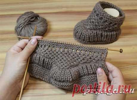 Los patucos infantiles y los calcetines por los rayos o el gancho