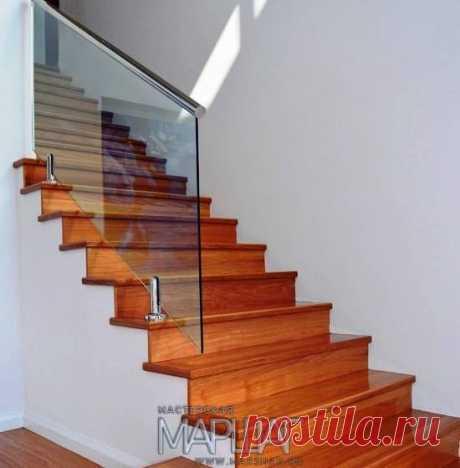 Изготовление лестниц, ограждений, перил Маршаг – Лестничные стеклянные перила на стойках