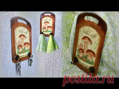 Вешалка для кухонных полотенец или ключей из разделочной доски