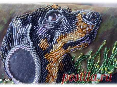 Мастер-класс смотреть онлайн: Вышиваем бисером по коже собачку таксу   Журнал Ярмарки Мастеров