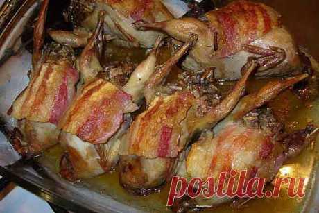 Перепелки фаршированные рисом - Вкусно готовим дома Перепела, фаршированные рисом, уже одним своим видом украсят праздничный стол! Фаршированные перепелки — это идеальное блюдо к новогоднему столу, хотя и любой другой праздничный стол они не испортят! Блюдо получается очень нежное и вкусное. Обязательно приготовьте перепелки фаршированные рисом на Новый год или к
