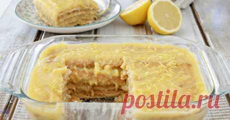 Собственно, всё приготовление торта — это приготовление лимонного заварного крема. После вам остается этим кремом смазать слои галетного или песочного печенья. Выбирайте не самое сладкое, чтобы не получилось слишком приторно.