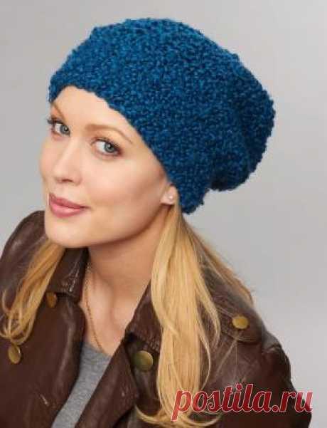 Шапка женская из пряжи букле Очень простая в работе шапка спицами для женщин, связанная из толстой буклированной пряжи насыщенного синего цвета. Вязание шапки осуществляется...