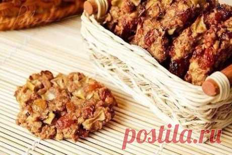 Oatmeal cookies without flour, eggs and oil\u000d\u000a\u000d\u000aCaloric content is 1 pieces: 58 kcal \u000d\u000a\u000d\u000aIngredients:\u000d\u000a\u000d\u000aGrits (only not instant!) — 350 g\u000d\u000aKefir\u000d\u000aApples — 2 pieces.\u000d\u000aHoney — 1\/2 tablespoons. \u000d\u000a\u000d\u000aPreparation: \u000d\u000a\u000d\u000aTo mix porridge with kefir that the squash, but not liquid turned out! To leave for half an hour, then to add grated apples, cinnamon and honey. To spread the moistened hands on a baking sheet with baking paper. To bake at 200 C 20-30 minutes.