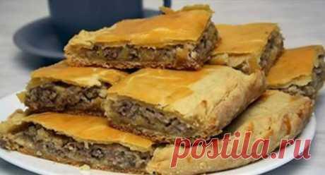 Пирог с мясом «Легче не бывает» Его приготовление займет всего минут 10, а результат получите превосходный. Пирог с мясом легче не бывает выручит в любой ситуации. Ингредиенты: 2 яйца;