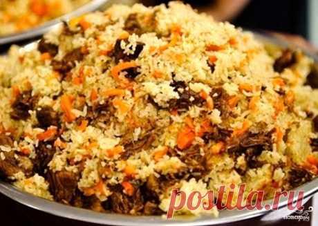 Узбекский плов в мультиварке   Сторонники традиционного приготовления, возможно, вообще не посчитают это блюдо пловом - ни казана, ни мангала, ни аппетитного запаха дымка! - но для современных городских условий этот рецепт приготовления узбекского плова в мультиварке вполне подходит. особенно, если вам посчастливится купить рис сорта девзира - самый известный из всех сортов узбекского риса. Именно этот крупный, длинный. словно припорошенный розовой пудрой рис лучше всего п...