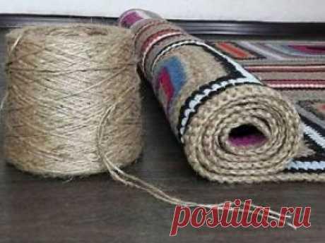 Вяжем коврик из остатков пряжи Ковёр вязаный крючком, из остатков пряжи разной толщины и фактуры, такой как шерсть, акрил, хлопок, микрофибра и многое другое. Комбинированный с джутовым шпагатом.