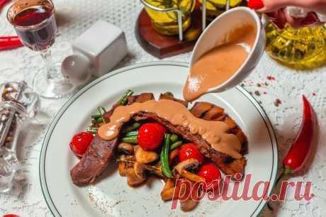 Вот так нужно готовить говяжий язык - Можно есть губами! Как приготовить говяжий язык вкусно. Мясо, которое тает во рту. Очень вкусный рецепт! Подавайте такое блюдо на праздничный стол и удивляйте своих гостей. Так точно вы еще не готовили.Ингредиенты (на 1 порцию):   Говяжий язык - 150 г.  Чеснок - 2 зубчика  Растительное масло - 30 + 50 мл ...