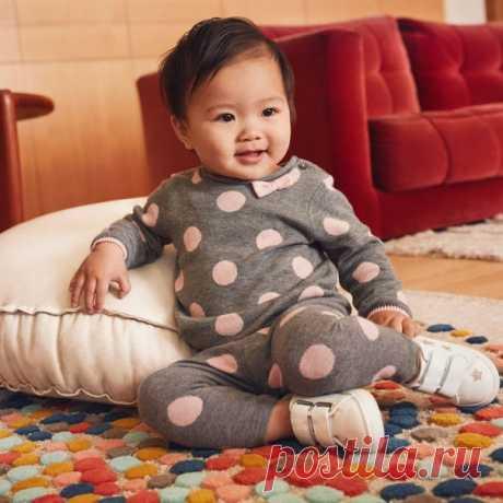 Познакомьтесь с нашей новой коллекцией одежды для малышей, которая создана для дней, наполненных веселыми играми и интересными открытиями! Джемпер: 0742667001 #HMKids