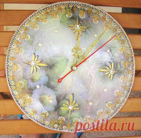 Часы - стеклянная крышка Декупаж+точечная роспись.
