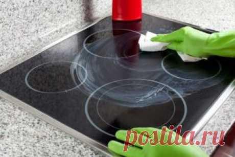 Чем мыть варочную панель из стеклокерамики: чем чистить стеклокерамическую варочную панель, общие правила ухода, народные средства. Чем мыть варочную панель из стеклокерамики - для этих целей выделяют отдельные губку и тряпочку из марли или фибры. Эти приспособления для очистки плиты нельзя использовать нигде, кроме как для мытья варочной поверхности.