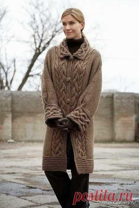 Красивое пальто с аранами