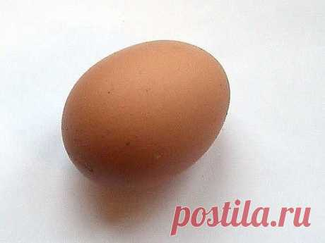 Снятие негатива с человека и лечения несложных болезней сырым яйцом.Перед сном:В стакан, наполовину наполненный водой , вбить сырое яйцо ( не размешивать).Над стаканом произнести: «все худое, все плохое пусть вытекает в этот стакан», поставить у изголовья на ночь. Утром смотрим на яйцо в стакане. Желток — это жизнь человека, а белок — это среда, окружающая его: могут быть пузырьки, нити, которые тянутся вверх, туман, колпак, либо вообще яйцо «взбито до пены.» Зависть и нед...