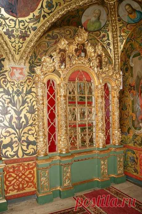 The detail of the grand hall of The Terem's Palace, The Kremlin, Moscow, ca 1635. In the 17th century the Palace was a house of sisters and wives of Grand Princes of Moscow and Tsars of Russia. Today The Terem's Palace is official residence of The President of Russian Federation. http:\/\/www.travelandtransitions.com\/destinations\/destination-advice\/europe\/travel-moscow-discover-the-red-square-st-basils-cathedral-the-kremlin-and-much-more\/ | Pinterest • World catalog of ideas