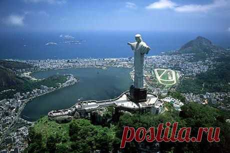 Статуя Христа-Искупителя — знаменитая статуя Христа Искупителя на вершине Корковадо в Рио-де-Жанейро. Считается символом Рио-де-Жанейро и Бразилии в целом. Ежегодно миллионы туристов поднимаются к его подножию, откуда открывается ошеломляющая панорама города и бухты с живописной горой Сахарная Голова, знаменитыми пляжами Копакабана и Ипанема, огромной чашей стадиона «Маракана».Точные размеры статуи Христа Искупителя составляют: высота — 38 м, в том числе пьедестала — 8 м; вес — 1145 тонн.