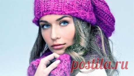 Вязаные шапки (151 фото): для женщин 50 лет, модные модели осень-зима 2018-2019 с ушками, объемные, из вязаной норки и с помпоном