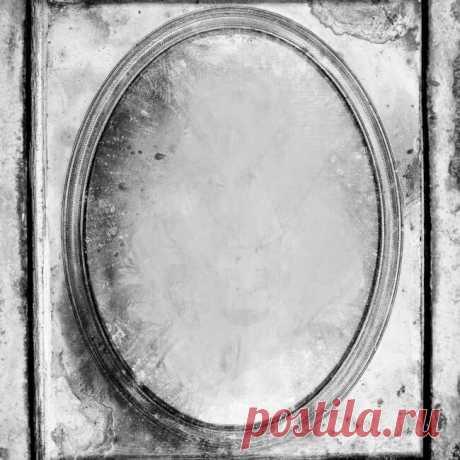 «Зазеркалье» гадание на любовь мужчины на зеркале. | MistyMag 🔎«Зазеркалье» онлайн гадание на зеркале на мужчину и любовь.Точное предсказание на суженного предназначенного судьбой. Зазеркльный мир полон магии и тайн.