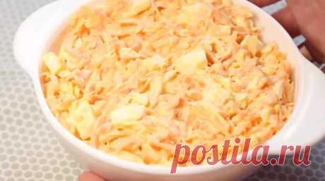 Случайно увидела этот рецепт в бабушкиной старенькой тетрадке. Каждые выходные этот салат на столе - Жизнь планеты Это один из классических старых рецептов простых, легких и вкусных салатов. Готовится из сырой моркови и сыра, чеснока. Часто его используют как намазку на гренки или начинку для тарталеток. Для …