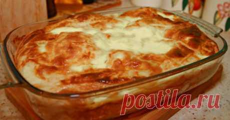 Ленивая баница — болгарский деликатес!      Баница – одно из самых популярных и вкусных блюдболгарской кухни. Готовят его в духовке из слоеного теста и начинки. Самой распространенной начинкой является творог или сыр, но баницу готовят та…