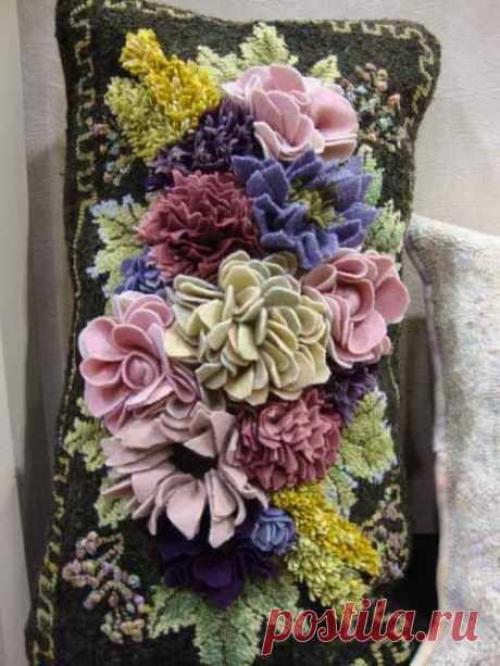 (56) Sauder Village_ Gene's Rug Hooking blog. Not embroidery but proddy. | Rug Hooking