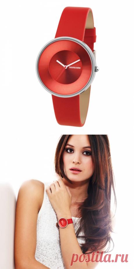 Стильные часы с минималистичным дизайном, вдохновленные женскими образами 60-х годов. Ремешок из натуральной кожи. Цена - 4490 руб.
