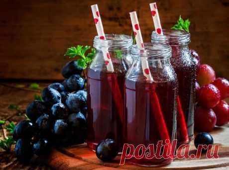 Повышаем иммунитет и укрепляем нервную систему. ⠀ 1. Возьмите стакан очищенных грецких орехов, столько же меда и лимон. Ядра орехов и лимон измельчить, залить жидким медом, хранить в холодильнике. Принимать по 1 ст. ложке 3 раза в день 2 недели. ⠀ 2. Свежевыжатый виноградный сок. Принимать по 2 ст. ложке перед едой до тех пор, пока не почувствуете себя лучше. ⠀ 3. Быстро устраняет хроническую усталость сосновая хвоя. Собранную в лесу хвою промыть, высушить в духовке в тече...