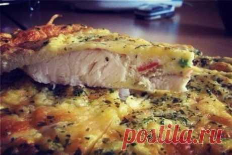 The fish baked in egg with sour cream \u000d\u000a= Ingredients:\u000d\u000afillet of fish of 1 piece\u000d\u000aeggs of 4 pieces\u000d\u000aonions to taste\u000d\u000asour cream 2-3 of the Art. of l\u000d\u000acheese low-fat\u000d\u000aolive oil\u000d\u000asalt, pepper to taste.