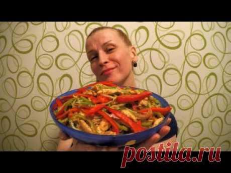 """""""КУРИЦА ХЕ""""  Ингредиенты: - 1 куриная грудка - 2-3 шт. болгарских сладких перцев(красивее если разноцветный) - 1 большая луковица - растит. масло, - уксус, - соль, - 0,5 ч.л. красный горький и 1/3 ч л черный молотые перцы, - 1 ст.л. приправы для корейской моркови (острая), - 1 ст.л. томатной пасты (пропорции приправ написала приблизительно-я делаю """"на глаз""""-все зависит насколько вам нравится остренькое)  Приготовление: 1. Грудку отварить и остудить. (В оригинале мясо не ва..."""