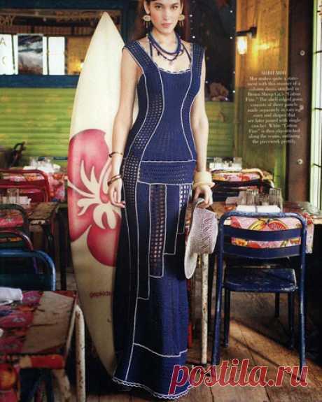 Вечернее филейное платье крючком Интересная модель вечернего филейного платья. Схема вязания крючком Основной узор — цветочные мотивы сочетается с горизонтальными и вертикальными полосками из филейной сетки.…