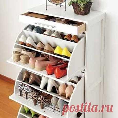 Тумба для обуви позволит вам аккуратно и удобно организовать хранение обуви даже в самой маленькой прихожей...