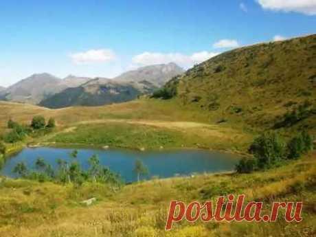 Озеро Любви в Архызе - YouTube Удивительные природные объекты в форме сердца встречаются на планете Земля не часто.  Я рассказала об одном из них. Мы видели озеро в форме сердца в горах Архыза (Кавказ). Место потрясающее по красоте!