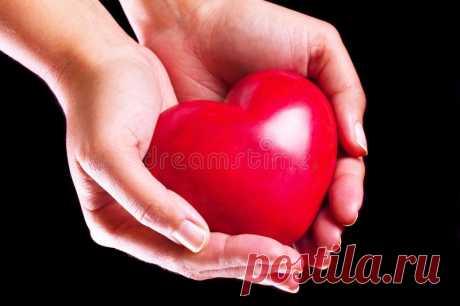 Картинки сердца в руках (35 фото) ⭐ Забавник