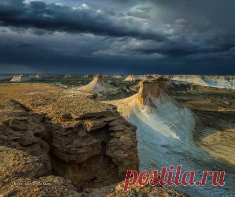 Скалы в Устюртском заповеднике. Казахстан. Автор – Деонисий Мить: nat-geo.ru/photo/user/28076