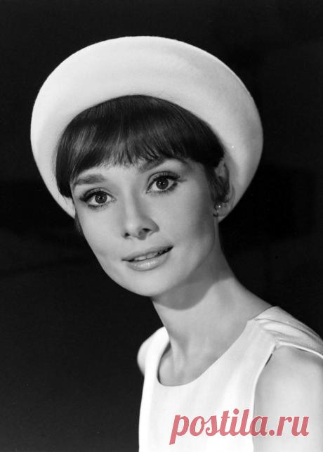 ༺🌸༻4 мая 1929 года, родилась Одри Хепберн. Умерла: 20 января 1993 г. (63 года),   «Я родилась с невероятным желанием любви и страстной потребностью дарить ее».
