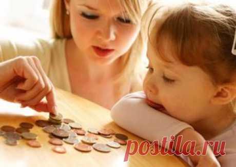Выплаты малоимущим семьям: размеры, как получить Государство не оставляет в беде как людей с ограниченными возможностями, так и малоимущие семьи. Для разных категорий лиц предназначены денежные пособия и социальные льготы. В данной статье будет расс...