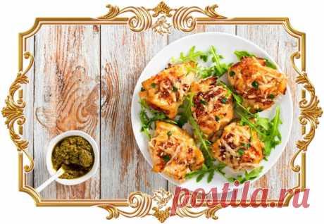 #Индейка #по-французски с картофелем и сыром  Филе птицы получается очень нежным, а после запекания под сметанно-сырной корочкой ещё и выглядит невероятно аппетитно.  Время приготовления: Показать полностью...