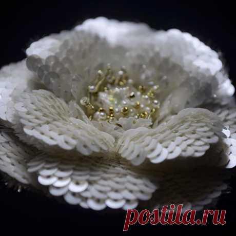 #брошь #вышивка #люневильскаявышивка #цветок #бисер #канитель #сваровски #жемчуг #пайетки #sequins #embroidery #lunevilleembroidery #brooch