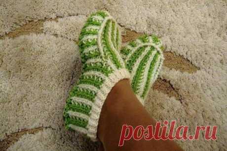 Двухцветные теплые домашние тапочки (Вязание спицами) – Журнал Вдохновение Рукодельницы
