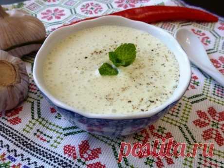 Мятный соус на кефире — рецепт с фото Ароматный острый соус с душистой мятой отлично подойдет к жареной куриной грудке и овощам гриль.
