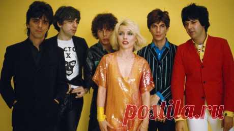 Дебби Харри — одна из первых рок-исполнительниц, музыкант, актриса, активистка и просто икона 1970-х годов. В своей книге «Сердце из стекла. Откровения солистки Blondie» (mif.to/Debbie), успевшей стать бестселлером по мнению The New York Times и Amazon, Дебби честно рассказывает о своей жизни. Vogue Russia публикует отрывок из книги.