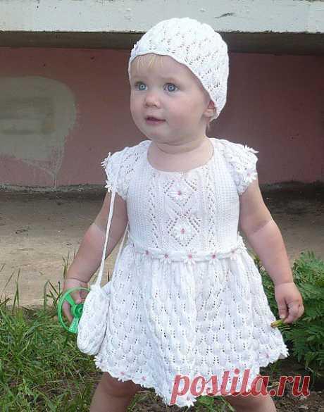 Детское платье спицами.