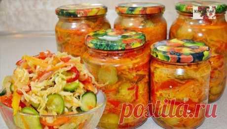 Салат «кубанский». Моя семья этот салат закатывает десятками банок Порций: 7-8 литров салата Ингредиенты: капуста — 2 кг помидоры — 2 кг морковь — 1,5 кг огурцы — 1,5 кг перец сладкий — 1,5кг перец острый — 1-2 шт черный перец горошком — около 30 шт лавровый лист — 6 шт(поломать) растительное масло — 500-600 мл уксус(я использую винный) — 200-250 мл(можно больше) сахар …