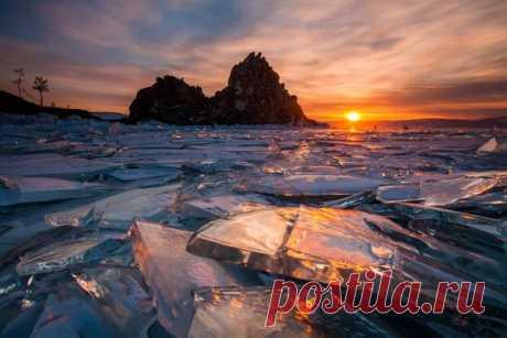Льды Байкала. Автор фото — Антон Петрусь. Сегодня последний день приёма работ на конкурса «Северная красота», поспешите: