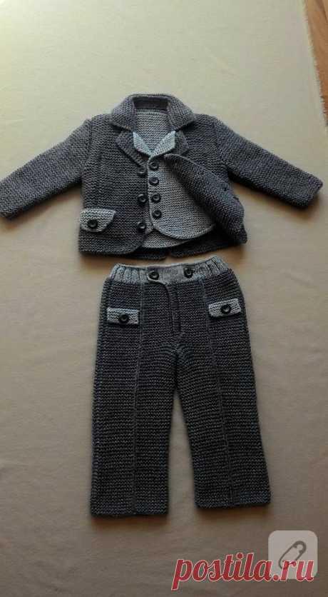 Аккуратно связать костюм для мальчика от года до трёх дано каждому