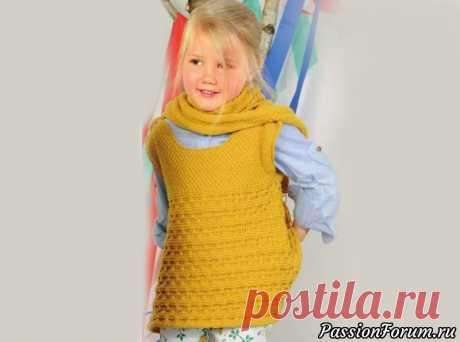 Желтый сарафан с застёжками на плечах и шарф с капюшоном | Вязание спицами для детей Нижняя часть сарафана с пуговицами на плечах связана рельефным узором. Большой шарф-капюшон с помпоном очарователен и многофункционален.Размеры:98-104 (110-116) 122-128Вам потребуется:пряжа (100% мериносовой шерсти; 160 м/ 50 г) - 450 (500) 550 г желтой; спицы № 4 и крючок № 3; 2 пуговицы...