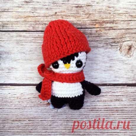 Пингвинчик в шапочке амигуруми. Схемы и описания для вязания игрушек крючком! Бесплатный мастер-класс от Кристины Завадской по вязанию пингвинчика в шапочке. Высота вязаного крючком пингвина всего 9 см. Для изготовления маленько…