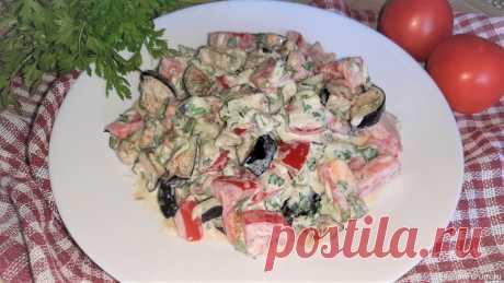 Салат с баклажанами, помидорами и огурцами Вкусный, сочный сезонный салат с баклажанами, помидорами и огурцами отлично подойдет к мясным блюдам. Прекрасен как самостоятельное блюдо на ужин.Ингредиенты:баклажан – 1 шт.;помидор – 1 шт.;огурец – 1 шт.;чеснок – 3 зуб.;петрушка – 1 пуч.;масло растительное – 2 ст.л;сметана – 2...
