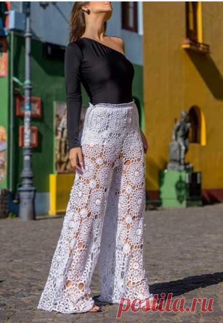 Вязаные брюки из ажурных мотивов