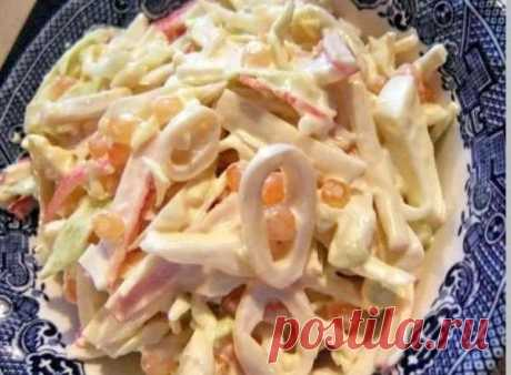 Tres simple salatika con los calamares \/ las recetas de cocina Refinadas