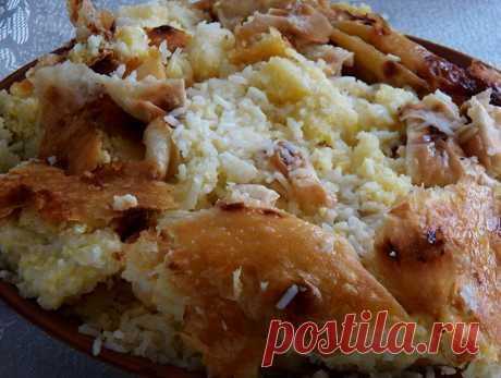 Рисовый плов с взбитыми яйцами в лаваше на Кухни Анаит Приготовьте этот очень вкусный плов в лаваше и наслаждайтесь прекрасным вкусом блюда и жизни!  Лаваш для плова – это очень удобно, а рис с яйцом – сытно и питательно. Плов получается рассыпчатым, а яйца придают ему особую нежность. Ингредиенты для «Рисового плова с яичной лапшой»: Рис (лучше белый круглозернистый «Кубань») — 1 стак.